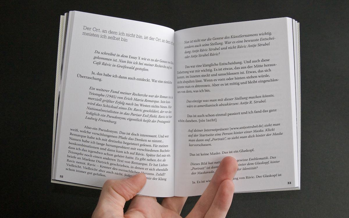 Die beiden Interviewpartner sind auf den Innenseiten durch verschiedene Schriftschnitte dargestellt.
